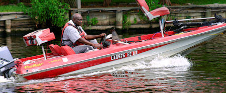 photo_cane_river_lake_boater_450